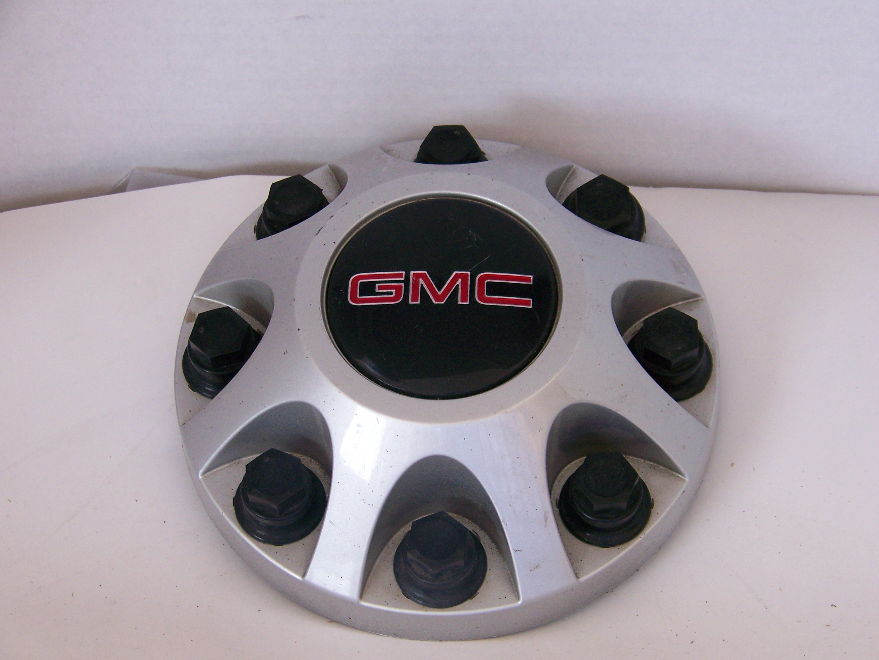 GMC Sierra 2500 11-17 Center Cap 8095 P/N 9597819