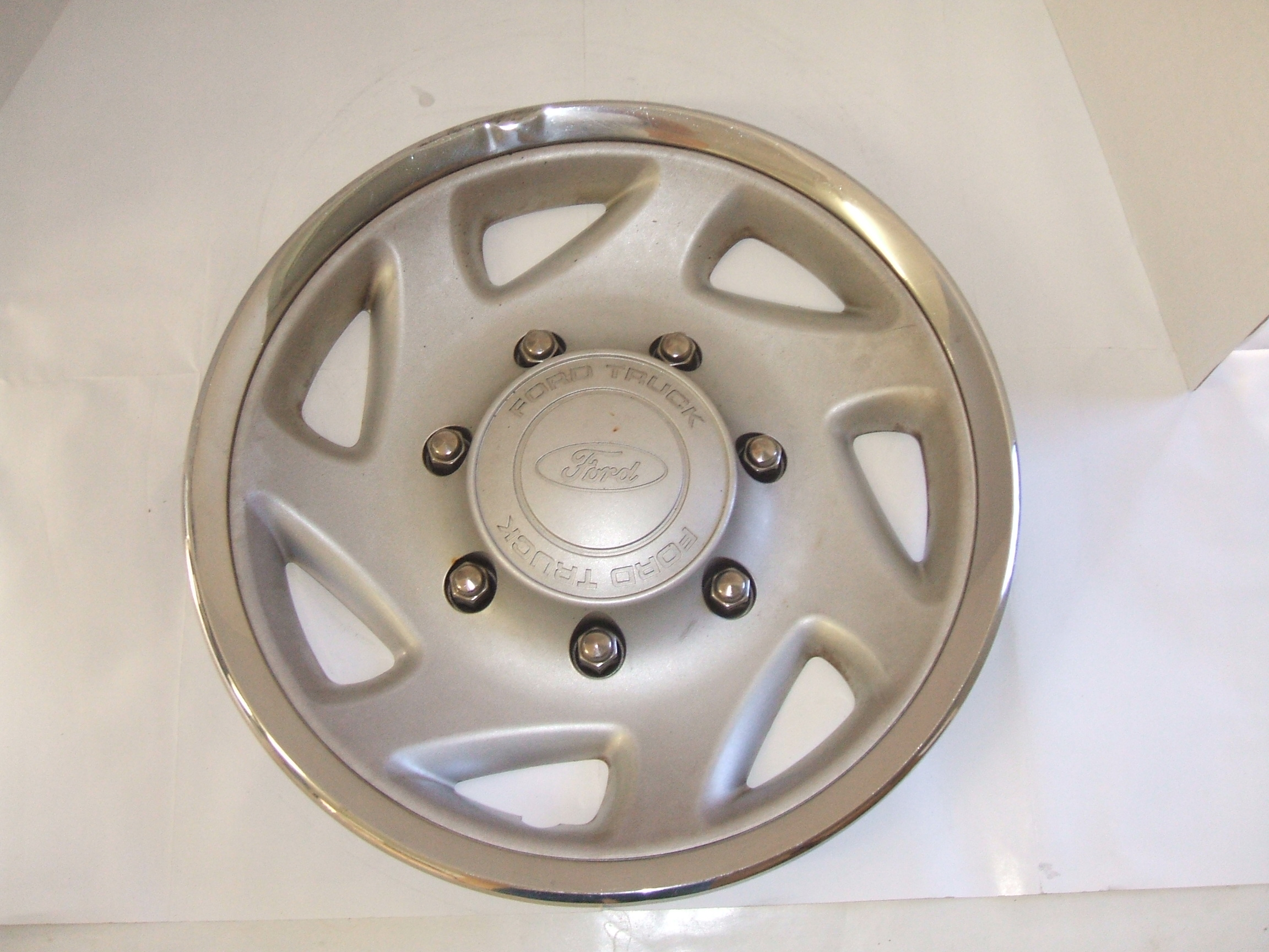 "Ford Excursion F250 F350 99-05 16"" Hubcap 7021 P/N F81A-1130-AA"