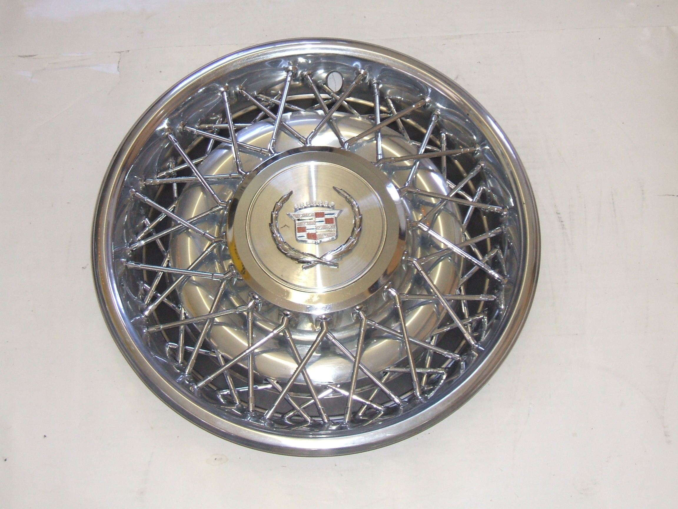 "Cadillac Seville Fleetwood 75-85 15"" Wire Hubcap 2044 P/N 16725"