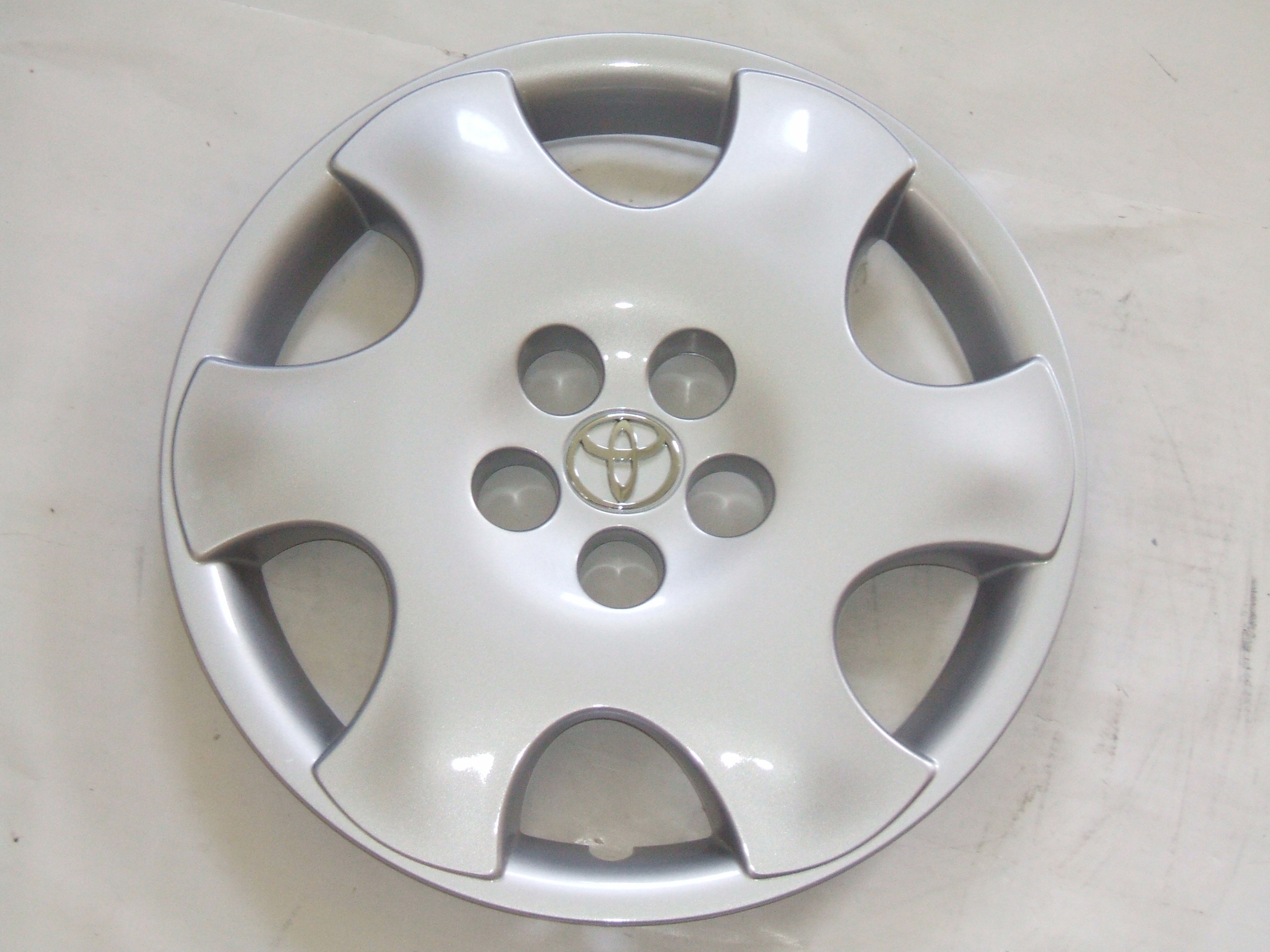 """Toyota Corolla CE 03-04 15"""" New Hubcap 61122 P/N 42621AB050A"""