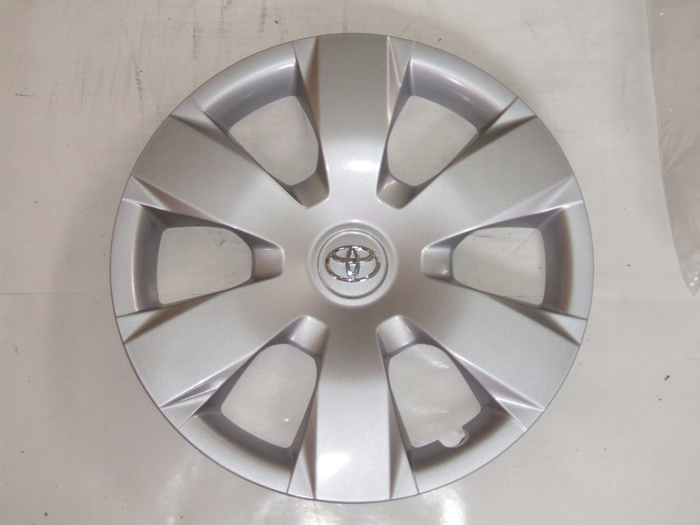 toyota camry     hubcap  pn
