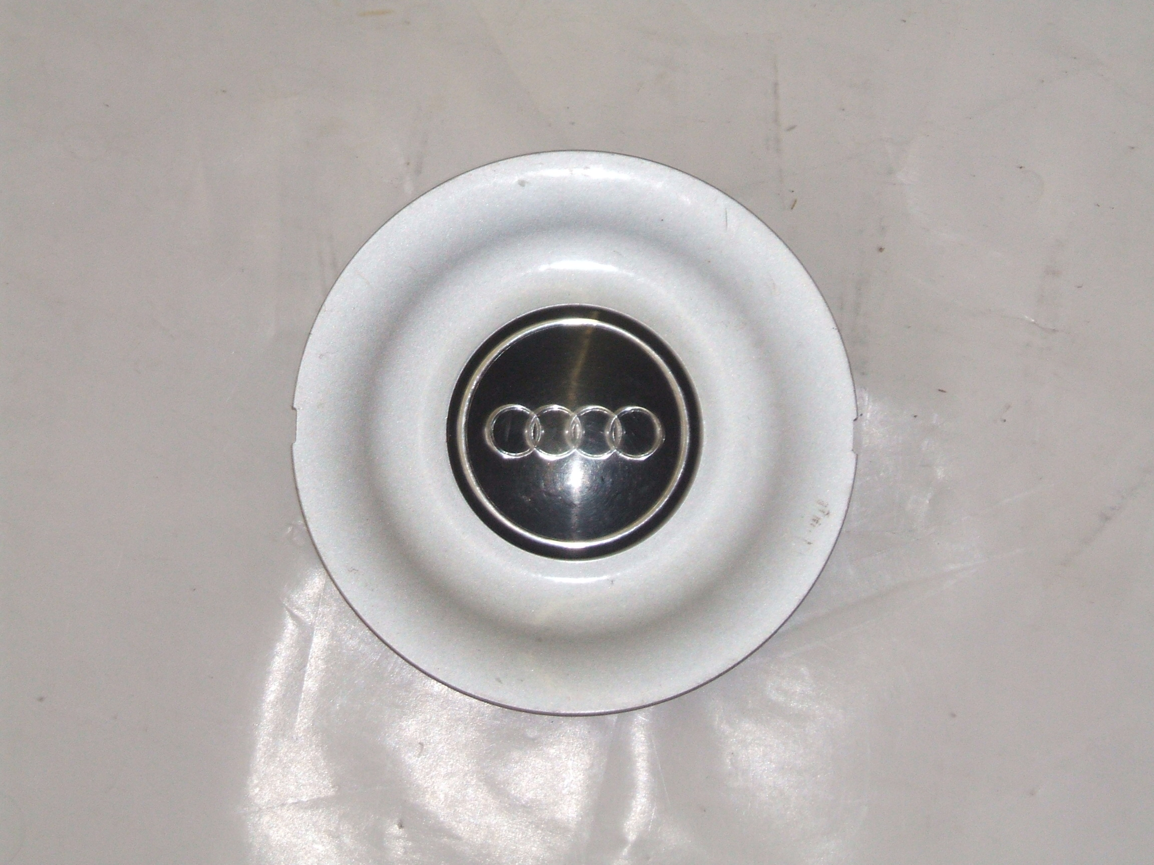"Audi 100 Cabriolet 93-98 15"" Wheel Center Cap 58692 P/N 4A0601165"